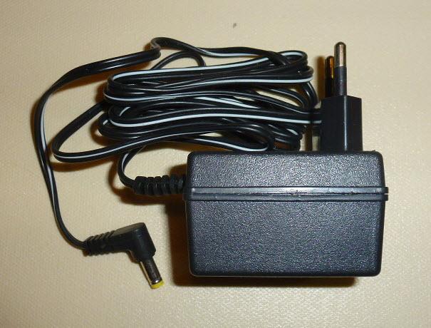 Strujni adapter 9V / 200mA