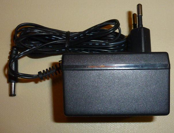 Strujni adapter 9V / 800mA